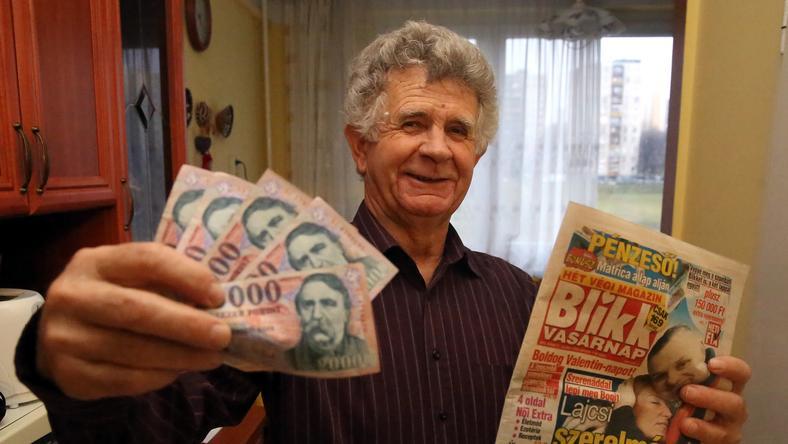 Gál Mihály mindig játszik, s most eredményesen: 100 ezer forintot nyert / Fotó: Weber Zsolt