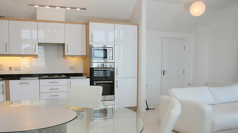 Kuchnia biała jak śnieg  Dom -> Kuchnia Biala Do Sufitu