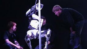 Robot tańczy na rurze nie gorzej od tancerek