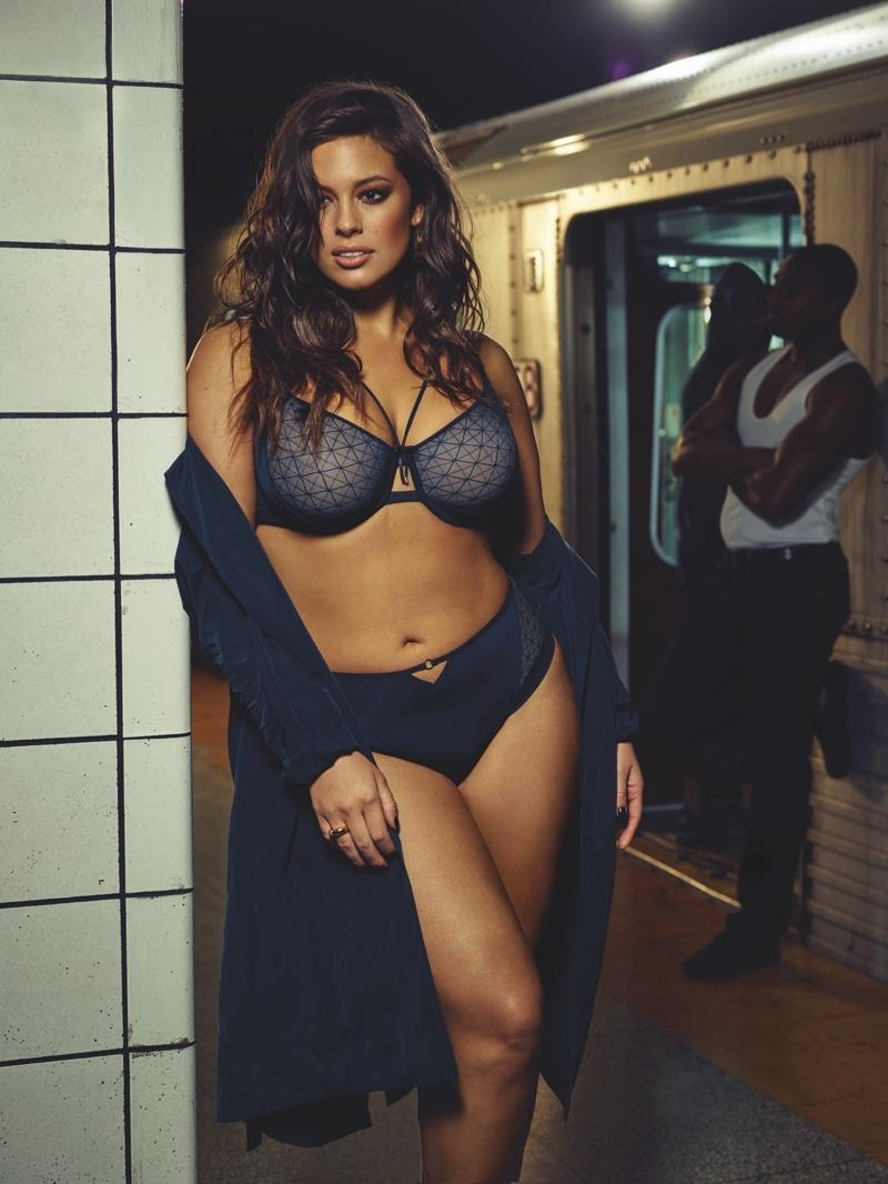 Ashley Graham w lookbooku bielizny Addition Elle
