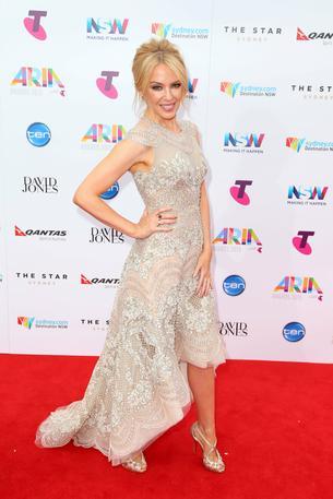 Best Look: Kylie Minogue w sukni J'Aton Couture