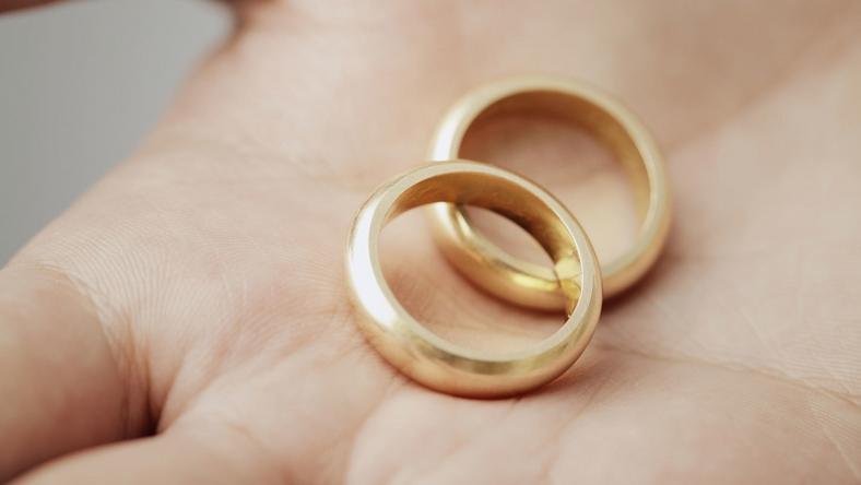A házaspár jegygyűrűje is eltánt /Fotó: Northfoto - illusztráció