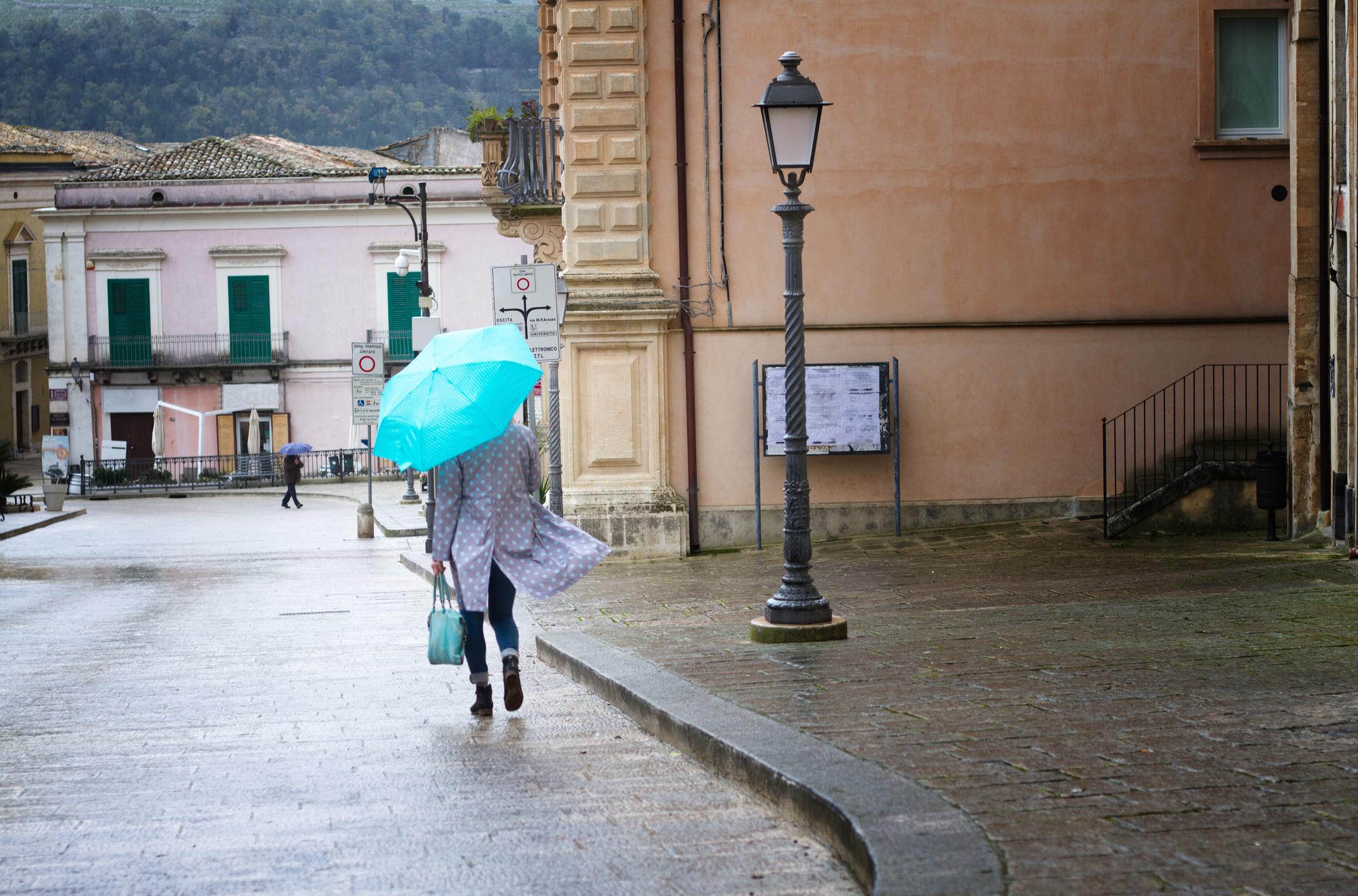 52090b98db Keresheted elő az esernyőt. A jövő hét időjárásában nem lesz köszönet -  Blikk Rúzs