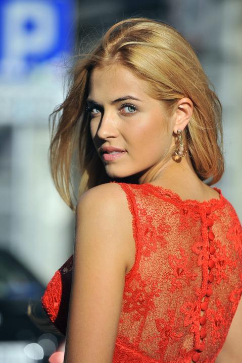 Rozalia Mancewicz w tych sukniach wystąpi na gali Miss ...