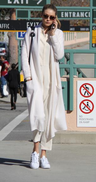 Best Look: Gigi Hadid cała na biało
