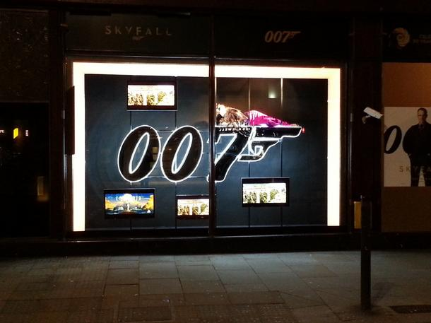 La Mania i James Bond w Harrodsie!