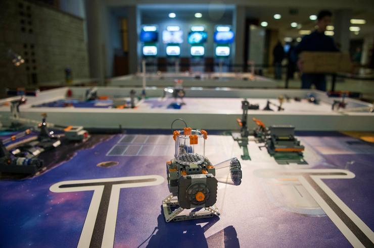 Versenypálya a FIRST Lego League (FLL) robotverseny budapesti döntőjén /Fotó: MTI/Balogh Zoltán