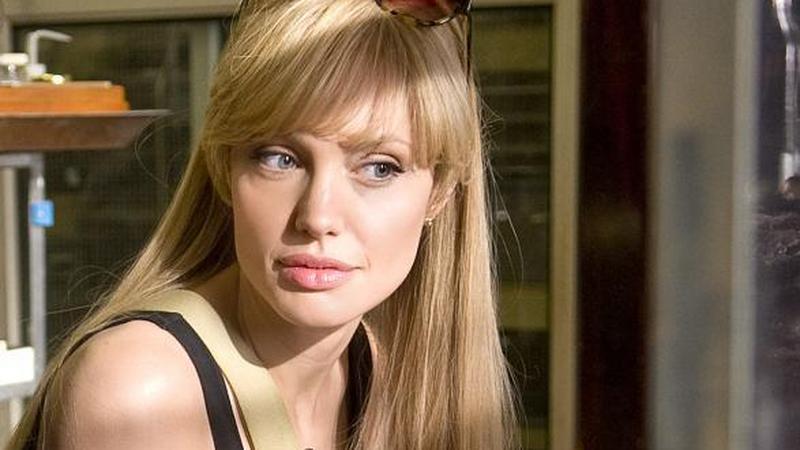 """Angelina Jolie w filmie """"Salt"""" (reż. P. Noyce)"""