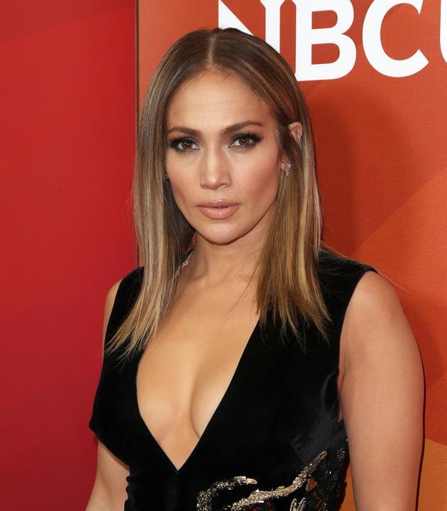 Jennifer Lopez Seksowny Dekolt Goła Noga I Za Duże