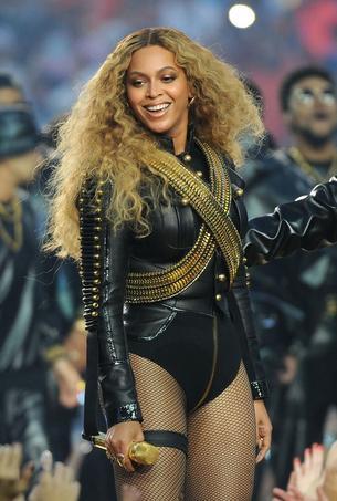 Seksowna i rockowa Beyonce podczas występu na Super Bowl