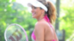 Jennifer Nicole Lee w skąpym bikini gra w tenisa!