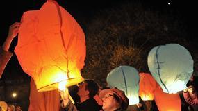 96 lampionów ku czci ofiar katastrofy