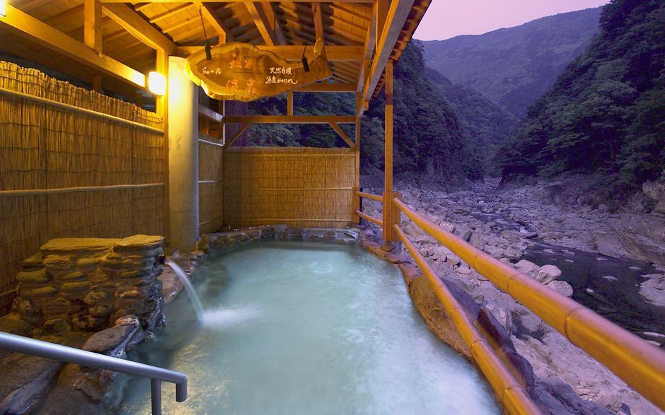 Basen do onsen, czyli japońskiej kąpieli w nanobąbelkach