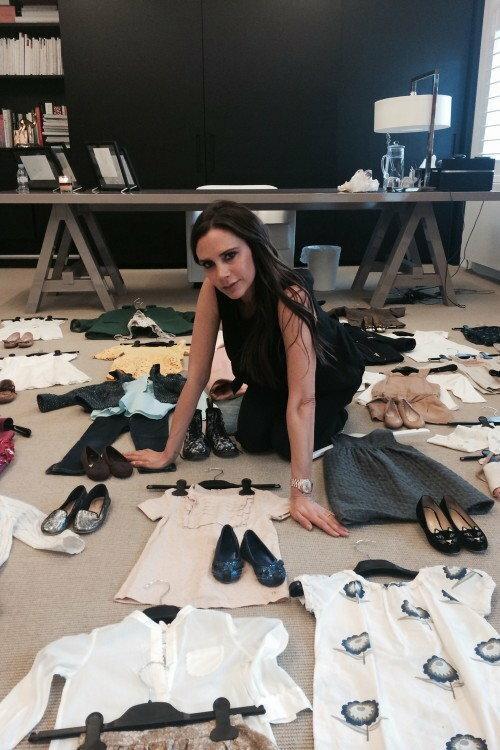 Victoria Beckham oddaje ubranka Harper na charytatywną wyprzedaż Fashion Saves Lives