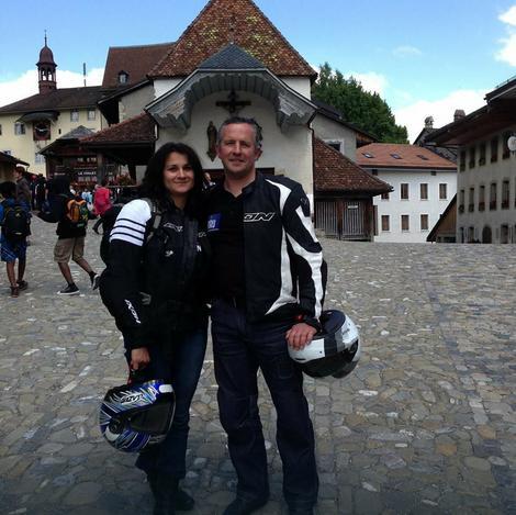 Emanuel sa suprugom koja je pogođena iz puške