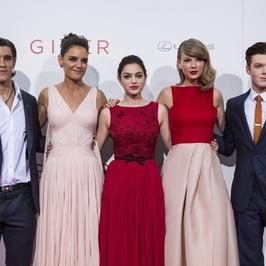 """""""Dawca Pamięci"""": Katie Holmes, Taylor Swift, Jeff Bridges i pozostałe gwiazdy na premierze"""