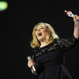 Adele triumfuje na Brit Awards 2012