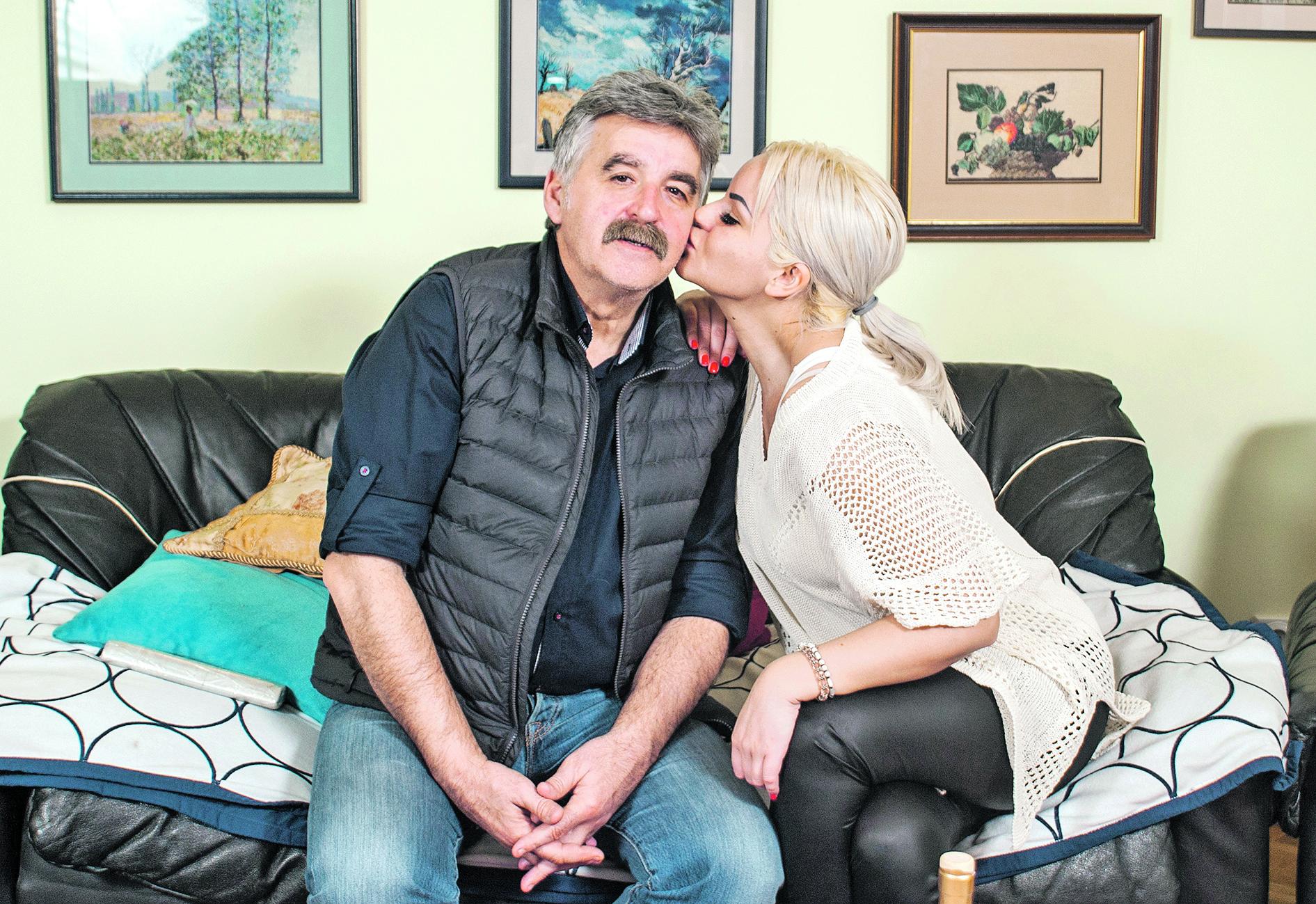 Ne živi samo od pevanja: Evo OD ČEGA JOŠ ZARAĐUJE za život Džidža, ćerka Dragana Stojkovića Bosanca!
