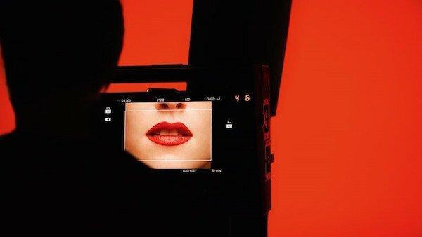 Kristen Stewart reklamuje kosmetyki