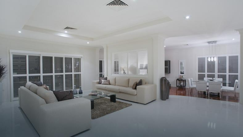 Efektowny biały salon