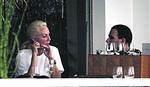 FOLKERKA RUČA NA SAVSKOM KEJU Lepa Brena uživa, sastanči uz vince