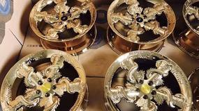 Czy złote felgi ze smokiem podniosą prestiż?