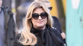 "Beata Kozidrak na czarno pod studiem ""Dzień dobry TVN"""