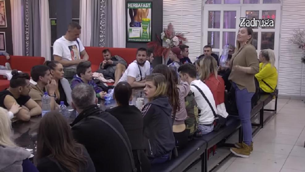 """Jeziv prizor u """"Zadruzi"""": Dok se zadrugari svađaju MIŠEVI KOLO VODE U RIJALITIJU! (VIDEO)"""