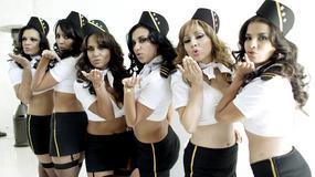 Seksowne stewardessy pozują dla Playboya
