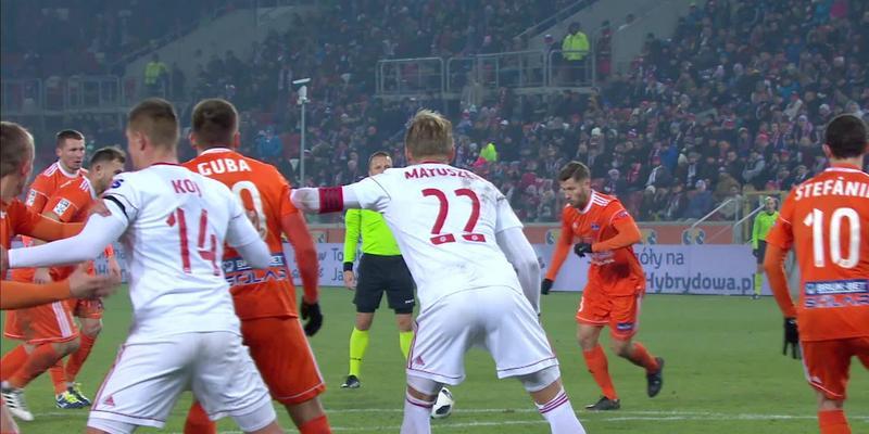 Górnik Z. - Bruk-Bet (2:0): Goście szukali gola kontaktowego, Loska broni rzut wolny Toivio