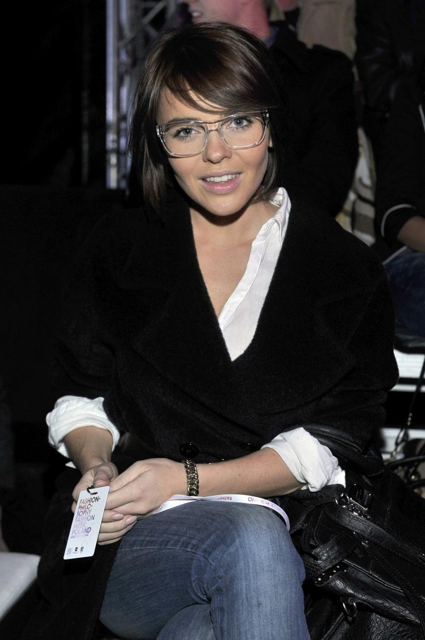 Edyta Herbuś w przeźroczystych okularach firmy Massada/ fot. AKPA