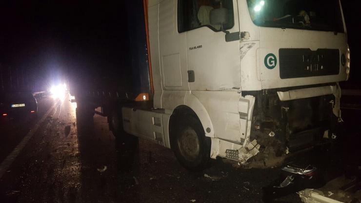 A balesetben egy mikrobusz egy kamion és egy személygépkocsi karambolozott/Fotó:Blikk