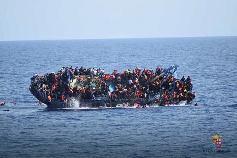 Migranti u čamcu u blizini obale Italije