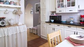 Pomysłowo urządzone 53-metrowe mieszkanie. Dominują biel, pastele i meble z odzysku