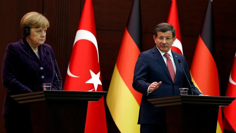 Merkel és Davutoglu - Az EU tagállamok vezetőinek sikerült megállapodniuk /Fotó: Norhfoto