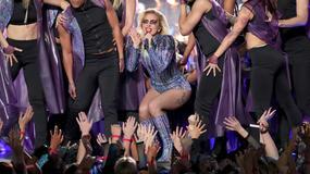 Lady Gaga zachwyciła na Super Bowl 2017. Gwiazda miała kilka stylizacji. Która najlepsza?