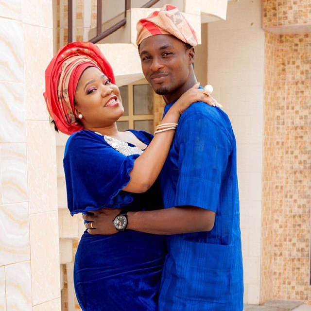 A few hours after posting the cryptic message on his Instagram stories, he went to call out his former wife, Toyin Aimakhu for refusing to sign their divorce papers.