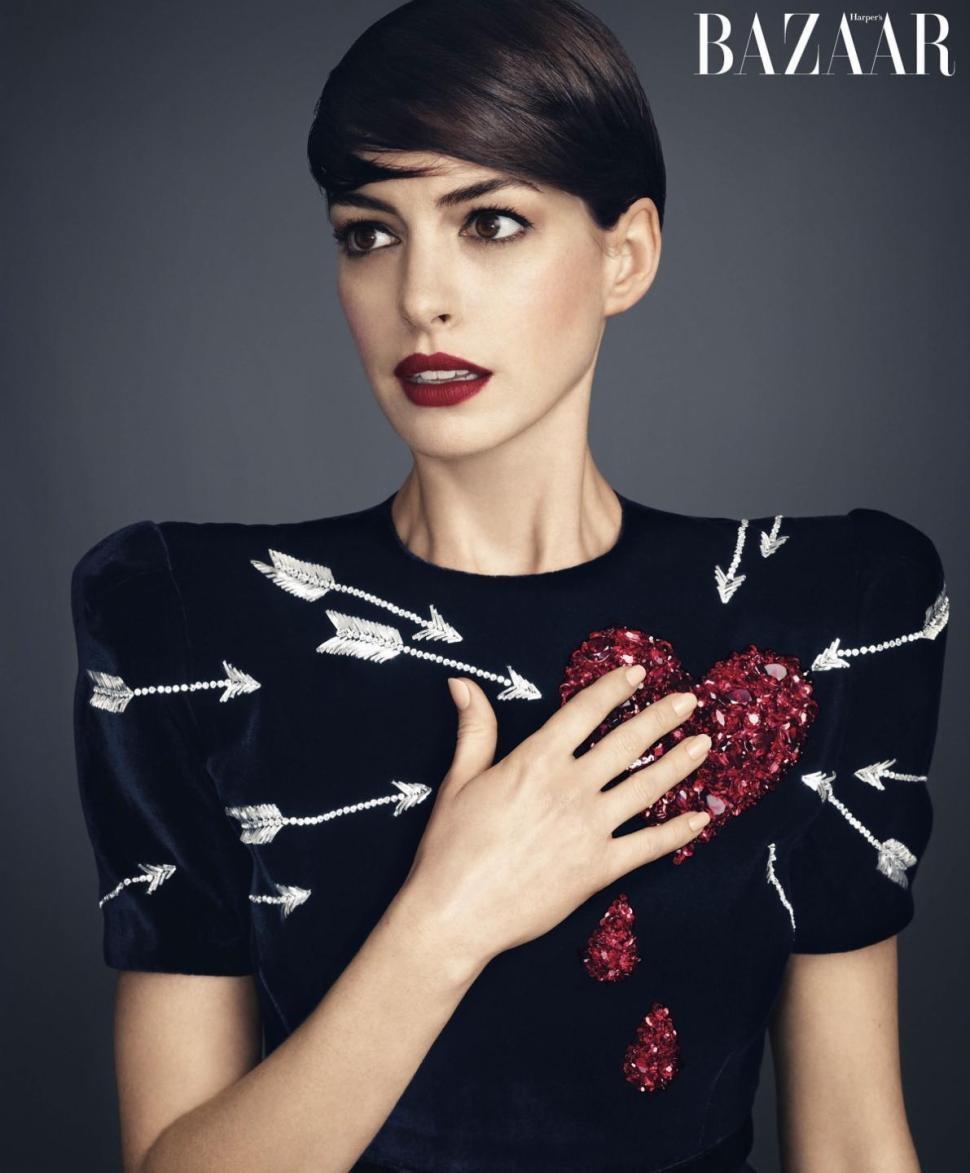 Anne Hathaway w obiektywie Alexa Lubomirskego / Harper's Bazaar