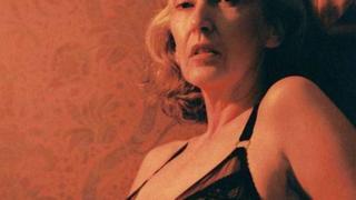 57-letnia modelka prezentuje seksowną bieliznę