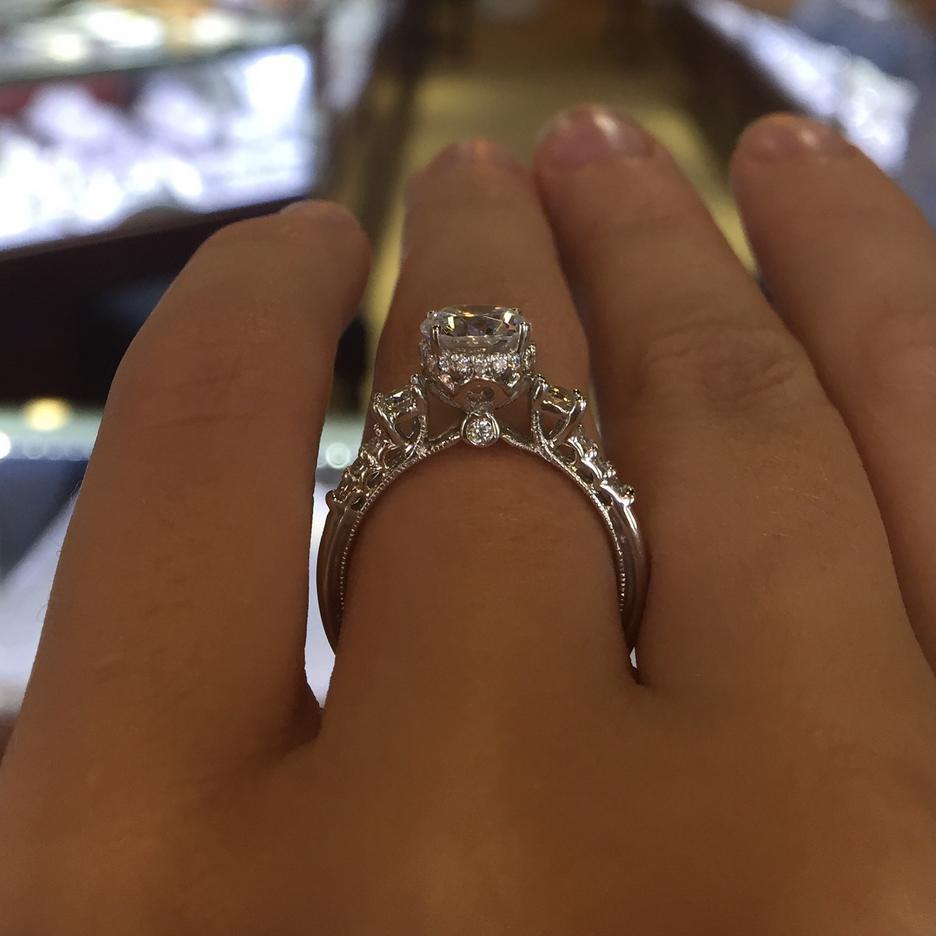 Ten pierścionek bije rekordy popularności na Pintereście