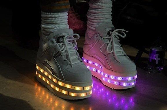 Świecące sneakersy Buffalo dla Ashisha Gupty