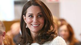 Księżna Kate Middleton wyeksponowała ciążowe krągłości. Wygląda pięknie!