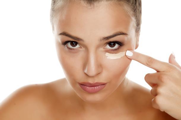 Dzięki tym czterem trikom wyszczuplisz twarz