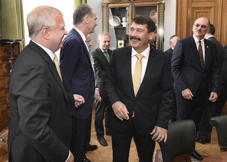 András yorki herceg és Áder János köztársasági elnök az Építőmérnök 200 konferencia megnyitóján a Magyar Tudományos Akadémián /Fotó: MTI-Kovács Tamás