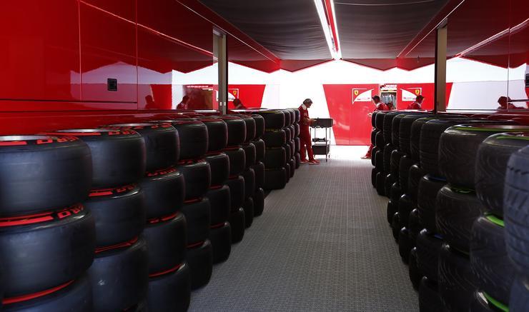 Vettel és Räikkönen autóira kerülnek ezek a gumik/Fotó: Fuszek Gábor