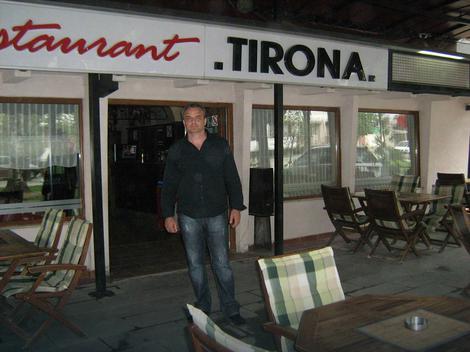 """Kafana """"Beograd"""" sada je restoran """"Tirana"""":Perović u centru Peći"""