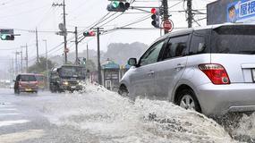 Tajfun zaatakował wschodnią Japonię. Odwołano setki lotów