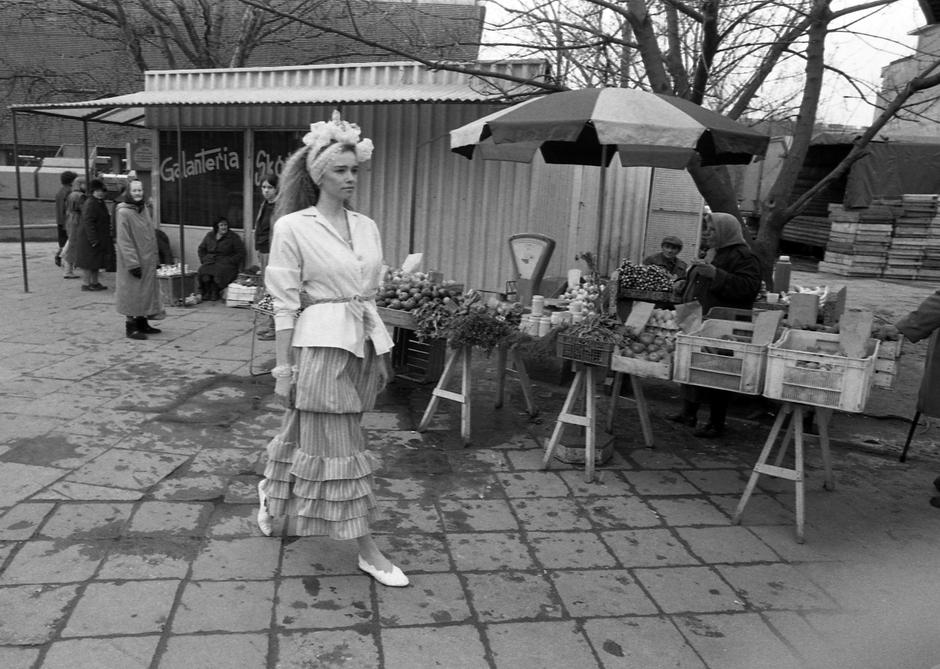 Warszawa, 1987. Moda Grazyny Hase kolekcja. Fot. Jerzy Kosnik/FORUM