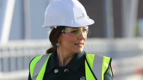 Ciężarna księżna Kate w kasku na budowie. Jak prezentuje się w niecodziennym wydaniu?
