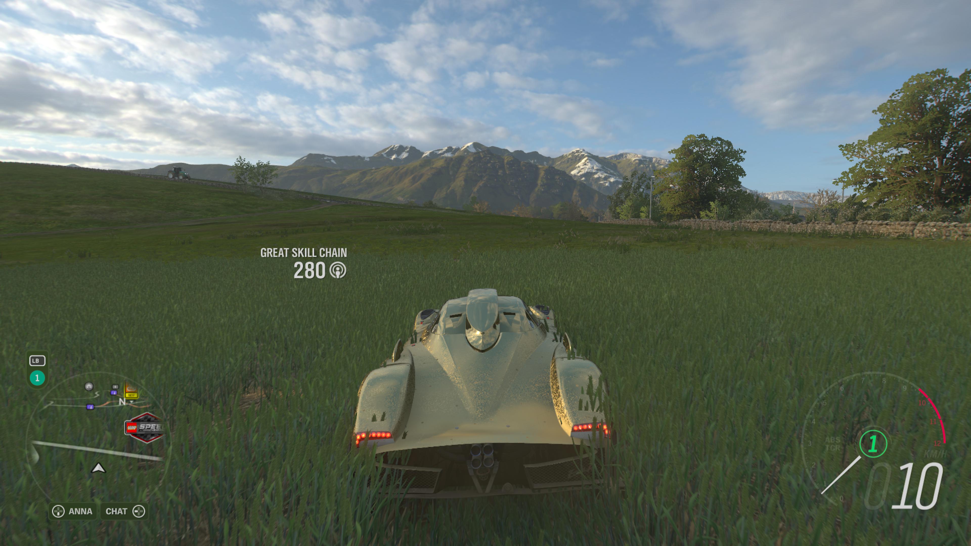 Forza Horizon 4 skvele pracuje s odrazmi.